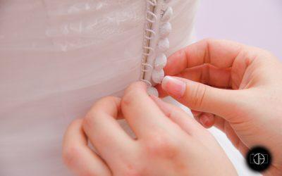 Préparation de la mariée, Robe