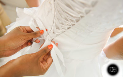 Photographe mariage Occitanie, Habillage de la mariée