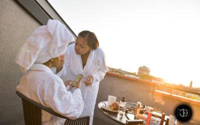 Préparation maquillage mariage, Terrasse d'hôtel, lever de soleil